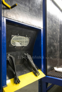 vnější pracovní stanoviště ve dveřích kombi boxu