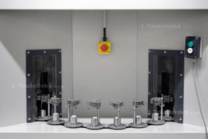 karuselový tryskač, prostor pro vkádání a vyjíjímání výrobků