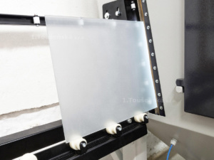 prúchozí tryskací zařízení s válečkovou tratí