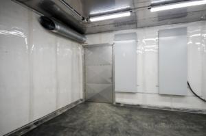 interiér tryskací komory pro balotinování
